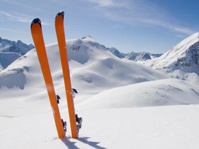 pujcovna-lyze-ve-snehu